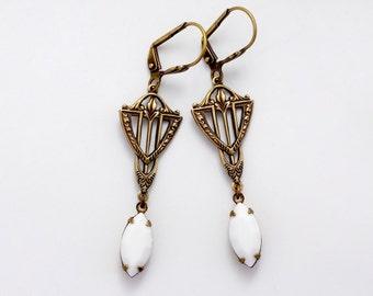 White Earrings, Milk Glass Jewelry, White Art Deco Earrings, Swarovski Crystal Earring, Chalk White Crystal Drops, Art Deco Jewelry, Errasti