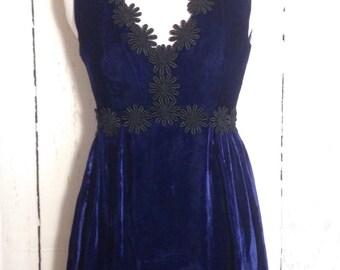 Vintage 70s Crushed velvet maxi dress with flower details - Festival Boho Hippie - Prom - Sleeveless Dress
