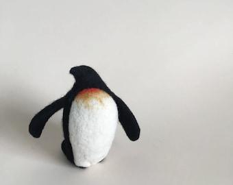 Needle Felted Penguin // Penguin Finger Puppet // Felted Penguin // Felted Animal