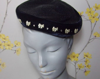 Vintage 1950s Navy Cocktail Hat Woven top Velvet Edge Hat with Little Bows