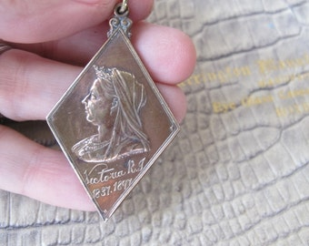 Queen Victoria's Diamond Jubilee 1897 Celebration Medal Collectible Souvenir Pendant Charm. Made in England.Children's Fete Glasgow Scotland