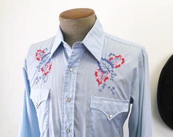 1970s Vintage JCPenney Sky Blue Western Shirt Men's Cowboy Style Long Sleeve Pearl Snap Shirt with embroidered leaf designs - Size MEDIUM