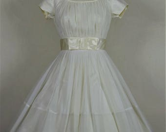 1950s Lovely Cream Chiffon & Satin Party or Wedding Dress With Huge Skirt Waist 25""