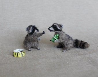 Needle felted racoon -Ooak miniature - Wool animal 1:6-12 Collectible animals-art doll- tiny racoon- mini- dollhouse- articulated
