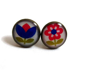 FLOWER STUD EARRINGS - Floral Earrings - Flower posts - Flower jewelry - Plant jewelry - Girl jewelry - Girlfriend gift - Bue - Pink