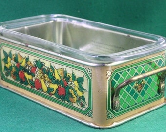 Vintage Teleflora decorative tin serving stand from 1981, with Pyrex #213 1 1/2 quart glass ovenproof baking dish.