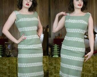 """1950s Sage Green Dress   50s Green Dress   1950s Dress   50s Dress   50s Fitted Dress   50s Floral Dress   Green Floral Dress   27"""" Waist"""