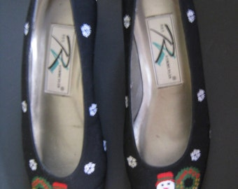 Ros Hommerson Christmas Shoes size 7.5. Vintage 1990s heels with snowman, santa, sleigh, reindeer, snow embroidery. Get Merry!