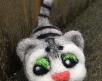 Felted Cat Brooch / Felted Cat Pin
