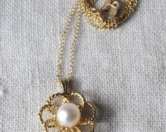 Vintage 14KT Gold Pearl Flower Necklace, Cultured Pearl, Pearl Pendant, K155