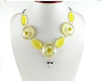 SALE 20% OFF Daisy necklace White necklace Yellow necklace Eco necklace Natural necklace Resin necklace Leaf necklace Nature necklace Woodla