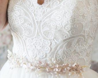Wedding Sash, Pearl Belt, Bridal Belt, Bridal Sash, Wedding Belt, Pearl Sash, Flower Belt, Flower Sash, Embellished Belt- Style 404- Alayna