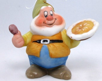 Disney Schmid Happy Christmas Pie Ornament Porcelain Bisque Snow White and the Seven Dwarfs 7 50th Anniversary Little Jack Horner