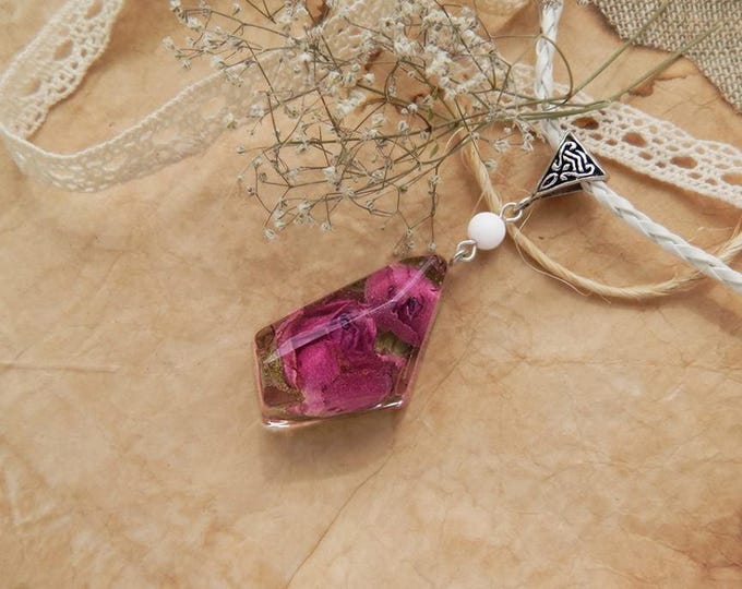 Epoxy resin pendant with real pink rose, natural dry flower jewelry, fairy necklace, floral style pendant, transparent jewelery, frozen rose