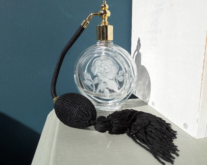 """Clear Glass Perfume Atomiser, Black Satin Threaded Balloon, Circa 1980, Full Working Order, Excellent Condition 5.25"""" x 3"""" x 1.25"""""""