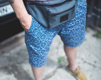 Dark grey waterproof fanny pack