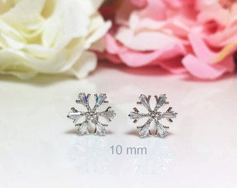 Snowflake Earring, Winter Earrings, Snow Earrings,Winter Weddings Jewelry, Crystal Studs, Season Earrings, Gift For her, Small Crystal Studs