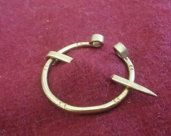 Small bronze age penannular brooch