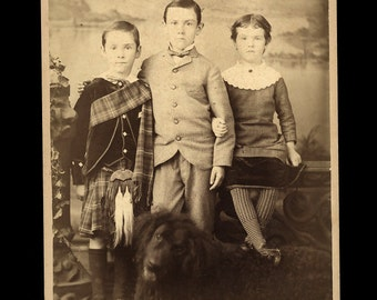 Cabinet Card Big Rapids Michigan Siblings with Dog - One In Kilt - Hunt Children