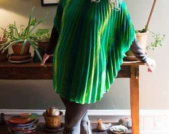 1970s Vivid Green Paisley Patterned Pleated Poncho OS one size
