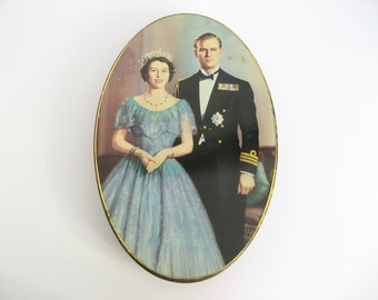 Coronation souvenir tin, Queen Elizabeth II memorabilia, British royalty collectable, Carr & Co. Ltd biscuit tin