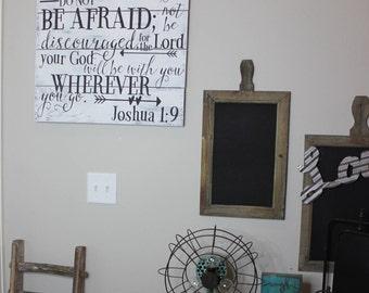 Be Strong Sign- Christian Decor- Courageous Sign- Scripture Decor- Joshua 1:9 Sign- Rustic Decor- Scripture Sign- Bible Verse Sign- Pallet