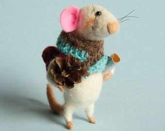 Needle felted Mouse Traveler. Mouse with backpack, map and pine cone. Gift. Felted ornament. Felt mice. Tiny backpack. Felting dreams.