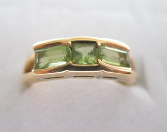 18k Yellow Gold Peridot Ring 4.2 Grams Size 6 - 6.25
