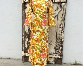 Gorgeous 1960s Floral Bell Sleeved Dress Small/Medium