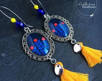 Pattern: Blue Pompom ears orange cabochons earrings