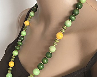 Long Green Necklace // Boho Necklace // Green Wooden Necklace // Single Strand Beaded Necklace // Bohemian Necklace // Gifts under 15