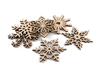 Set of 6 wood snowflakes - Christmas ornament