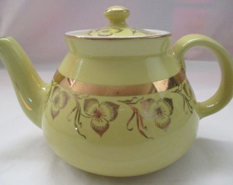 Vintage, Hall China Co., New York Style Teapot, #039 - 6 cup, Gold Label, 22 Karat Gold, Canary Yellow. 1940's