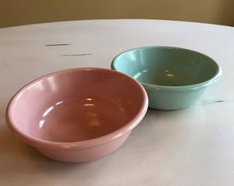 Two Vintage Rubbermaid Bowls