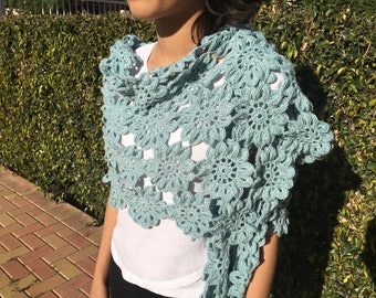 Flowers in wool and silk shawl
