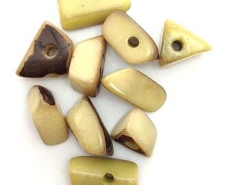 Tagua Dreiecke, mittel, hellgrün, 15mm, 10 Stück,