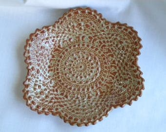 Green and brown stoneware doily plate