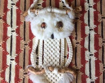 70s\\ Macramé Owl
