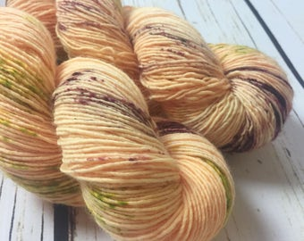 Solo Fingering / Peach Pit / Speckled Yarn