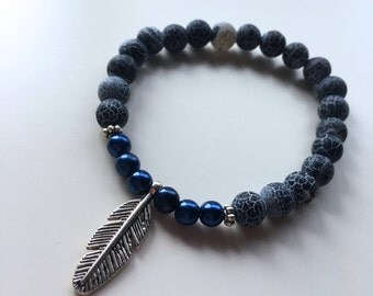 Natural pearls Bracelet: black Agate & feather