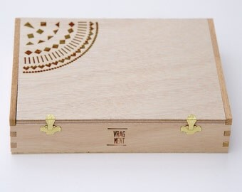 Wooden box as gift wrap/custody with geometrical pattern