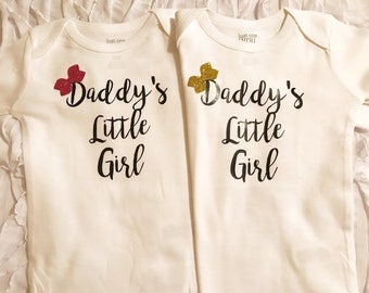Daddys Little Girl.  Daddys little girl onesie. Customized baby coming home. Baby girl. baby shower gift. glitter onesie. Daddys girl. bow.