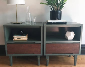 Sage Green Vintage Mid Century Modern Nightstand Pair//Refinished MCM Bed Side Tables Set//Painted Mid-Century Modern Nightstands w/Drawers