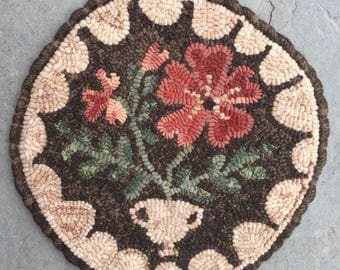 Primrose. Hooked Rug PAPER PATTERN from Winter Cottage.