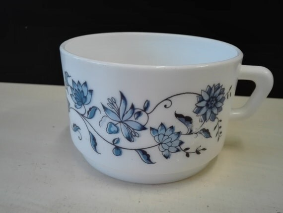 Arcopal blue flowers, soup cup