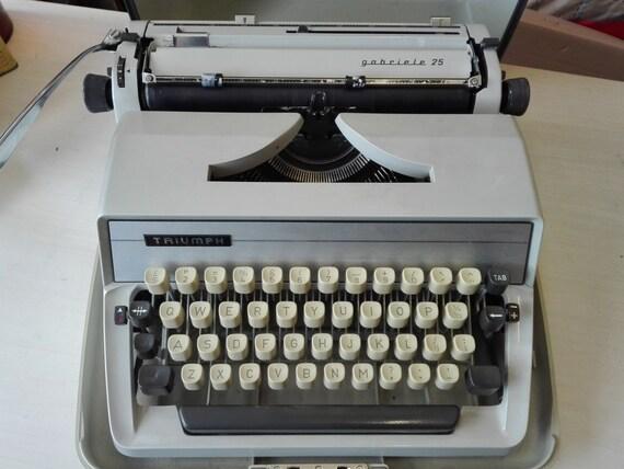Triumph Gabriele 25 typewriter