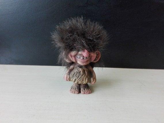Norwegian troll, nyform, Standing female
