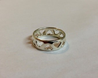 3D printed ladies heart ring in either gold, platinum or silver