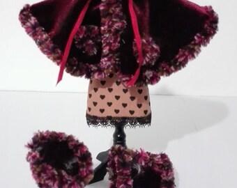 Layer in bordeaux velvet adorned with boa, scale 1:12. Dollshouse miniature.