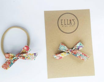 Chic funky floral garden bitty bow